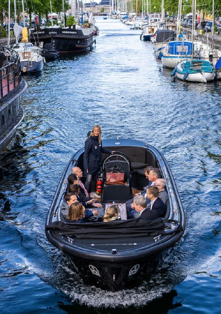 Copenhagen Canal tour - havnerundfart og kanalrundfart i københavn - boat tour copenhagen - Hey Captain 1