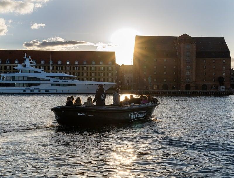 Copenhagen Canal tour - havnerundfart og kanalrundfart i københavn - boat tour copenhagen - Hey Captain 30